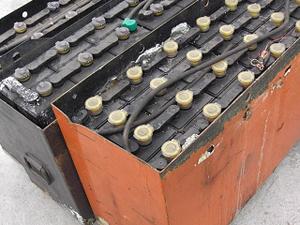 大量のバッテリー
